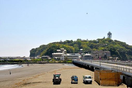 大潮のトンボロで片瀬西浜から江ノ島まで歩いて渡れる海岸