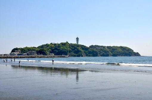 片瀬海岸西浜から見た江ノ島の逆さ江の島