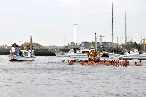 湘南江島神&社八坂神社の江ノ島天王祭2014海を渡る神輿渡御