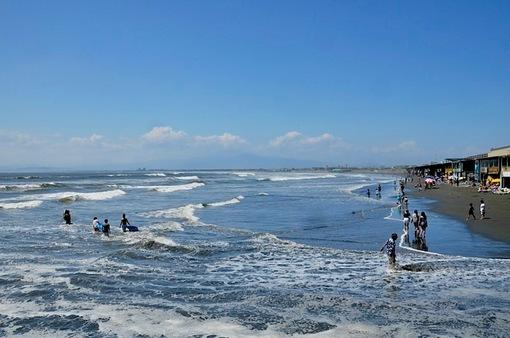 湘南江ノ島片瀬海岸西浜から台風の波が高い海水浴場