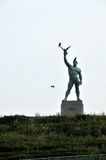 江ノ島湘南海岸公園サーフビレッジの平和の像