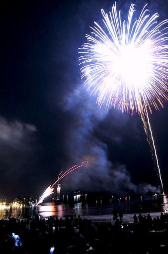ふじさわ江の島花火大会2014の海岸からの花火