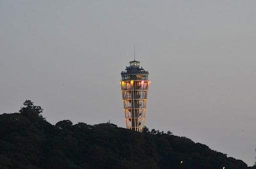 片瀬西浜から江ノ島の夜景とシーキャンドルライトアップ