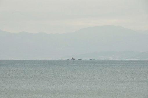 江ノ島片瀬西浜から2015年春のダイヤモンド富士は雲が厚い曇り