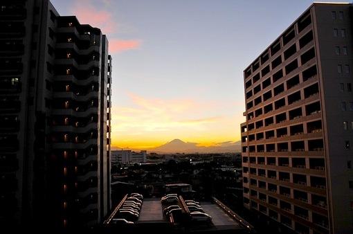 テラスモール湘南の駐車場からの富士山と夕日