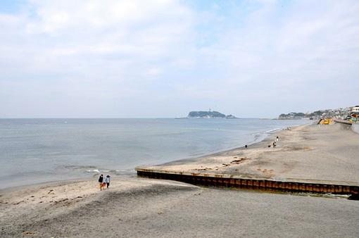 七里ガ浜の海岸からの海と江ノ島