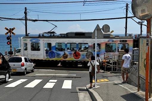 スラムダンクでも紹介された鎌倉高校前の踏切からの江ノ電