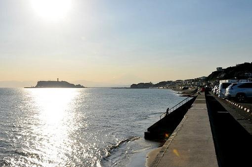 七里ガ浜の駐車場から眺める江ノ島
