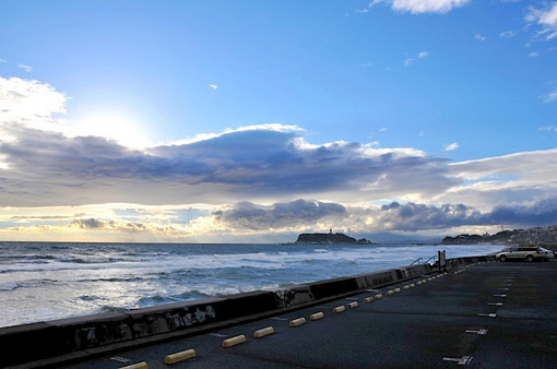 鎌倉七里ガ浜の駐車場からの江ノ島