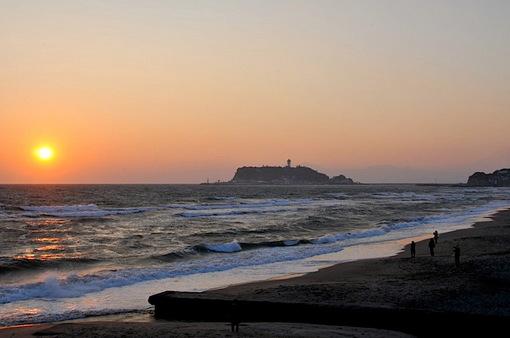 七里ガ浜から2014年の最後から二番目の夕日