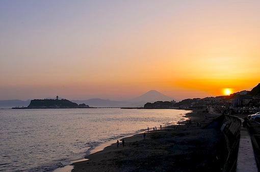 ゴールデンウイーク前半の七里ガ浜からの夕日