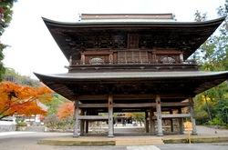 北鎌倉円覚寺仏殿前の紅葉