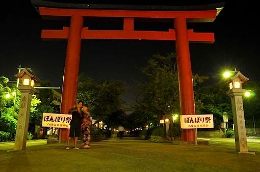 鎌倉鶴岡八幡宮のぼんぼり祭の段葛の二ノ鳥居