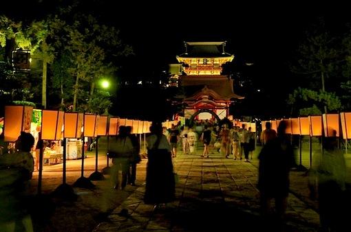 鎌倉鶴岡八幡宮のぼんぼり祭の鶴岡八幡宮の舞殿&本殿