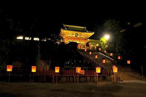 鎌倉鶴岡八幡宮のぼんぼり祭の本殿