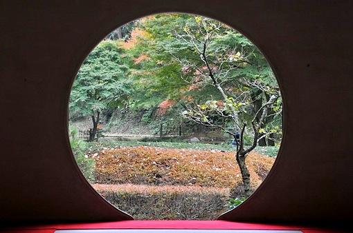 北鎌倉紅葉散策チェック2014明月院方丈の円窓