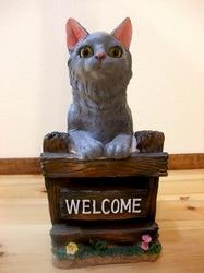 ロシアンブルーの猫ティナとそっくりのウェルカムキャット