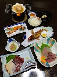 五島列島のグルメ情報ご当地グルメ&珍味は宇久島藤屋旅館のクジラ刺身
