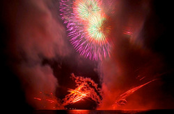 海岸から見て撮影した逗子花火大会2014